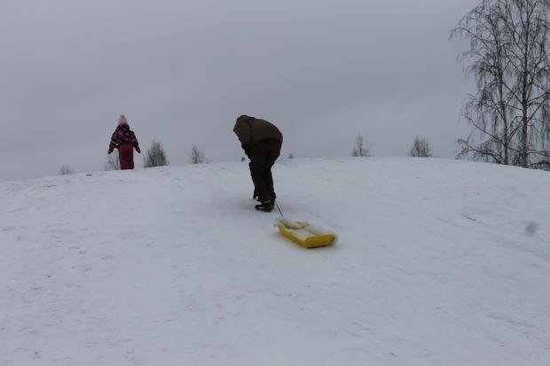 Isillä ei selvästi ollut talvikenkiä kun huipulle kapuaminen oli jokseenkin hankalaa ;)