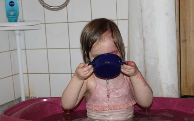 Vettä naamariin!