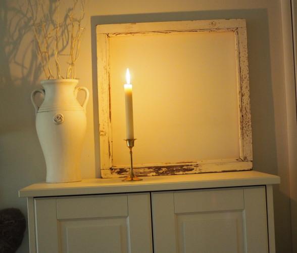 Hamstrasin anopilta kauniin vanhan kynttilänjalan ja siskolta kähvelsin kynttilän