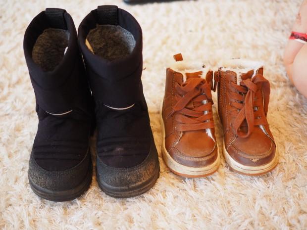 Milon kuomat löytyivät kirpputorilta. Ruskeat kengät ovat H&M:ltä