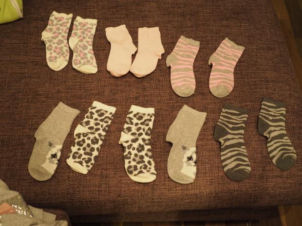 Amalia järkkäsi uudet sukkansa