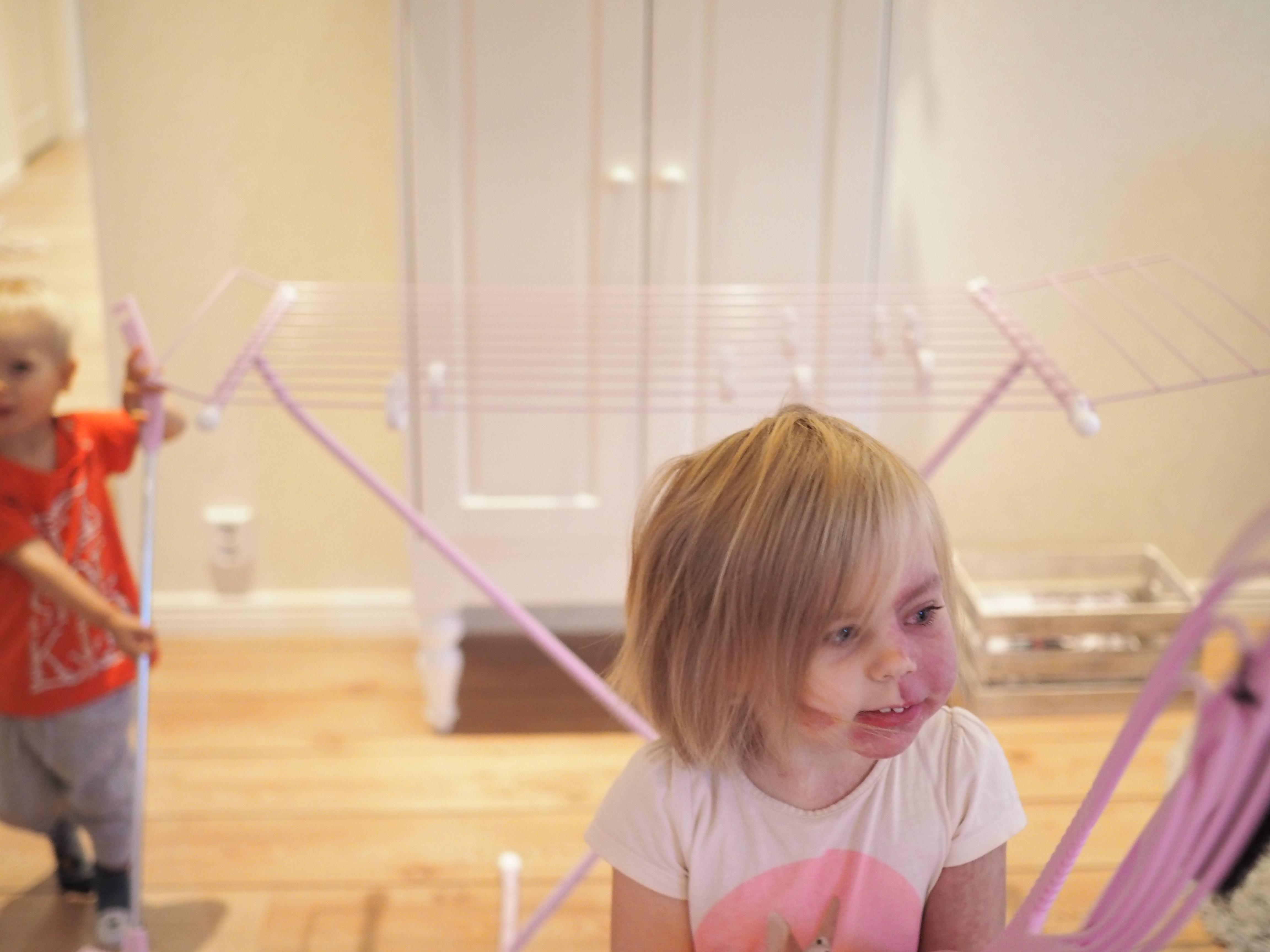 Lasten kanssa siivouksessa piisaa vauhtia!