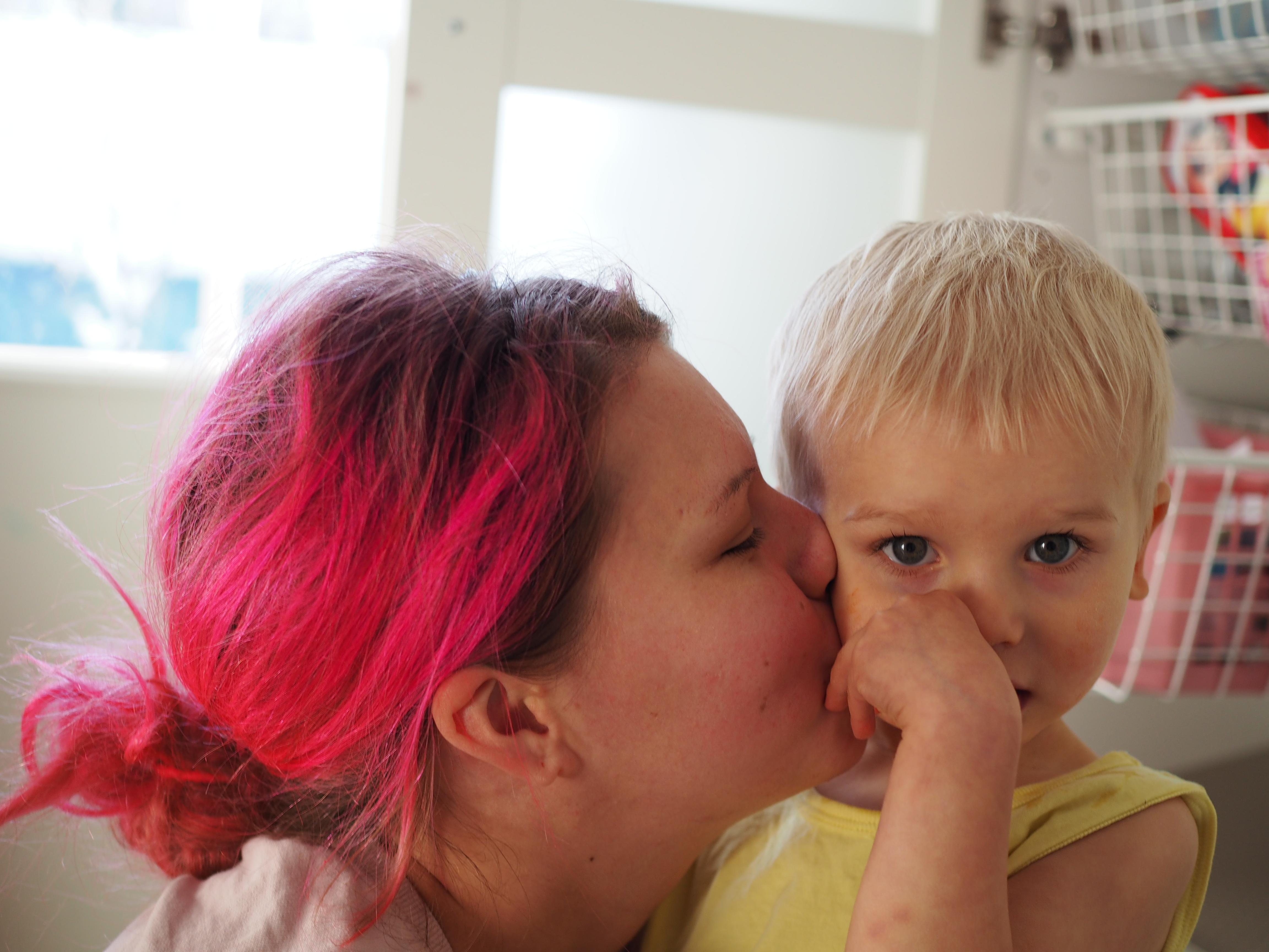 Amalia sai äidistä ja Milosta hellyyttävän kuvan