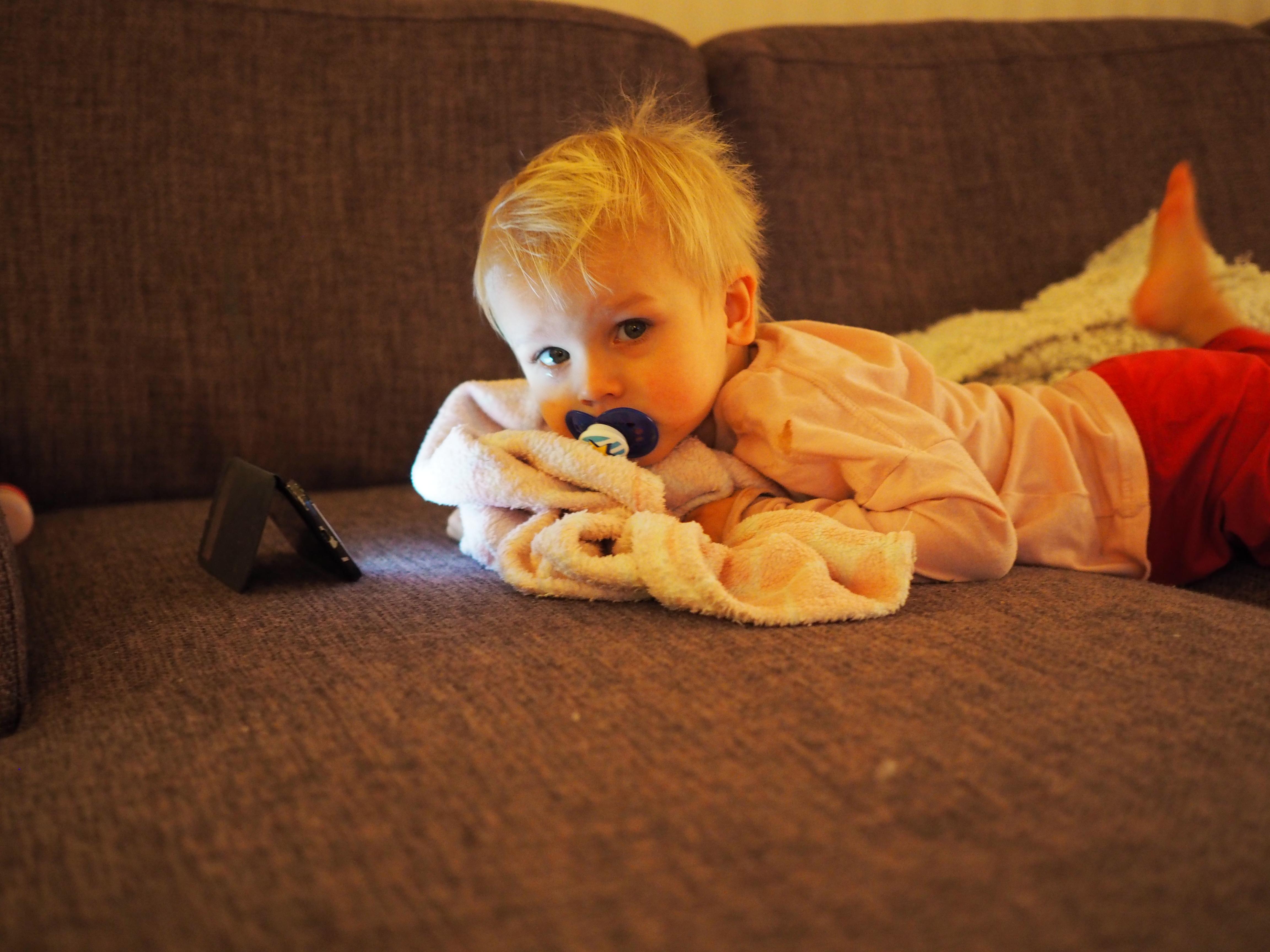 Pikkuinenkin sai hieman kölliä ja kattella samalla lastenohjelmia!