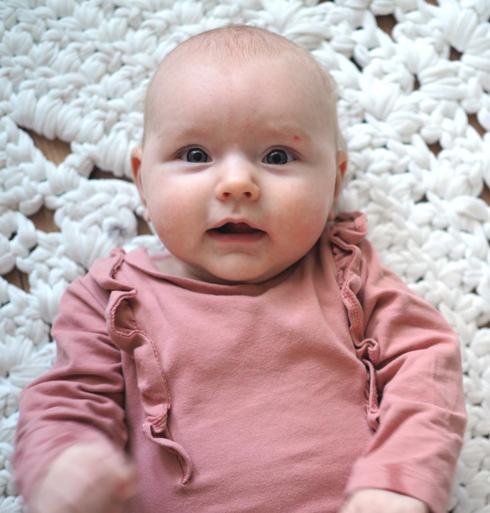 vauva neljä kuukautta