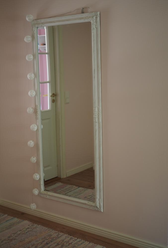 vaahtokarkin väriset seinät